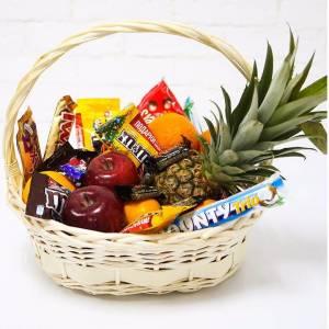 Корзина подарочная с фруктами и сладким R340