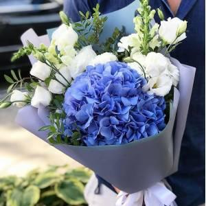 Сборный букет с синей гортензией R1714