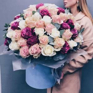 Коробка 101 пионовидная роза с оформлением R2349