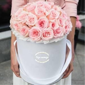35 розовых нежных роз, цветы в коробке R569