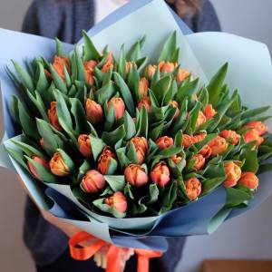 Букет 51 оранжевый тюльпан с оформлением R346