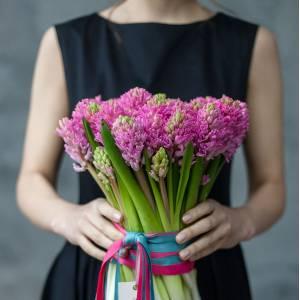 Букет 31 розовых гиацинт с лентами R1076