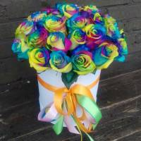 21 радужная роза в коробке R809