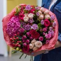 Сборный букет из пионовидных роз R182