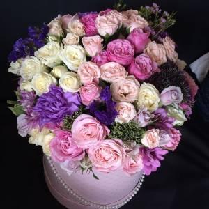 Сборные пионовидные розы в коробке R239
