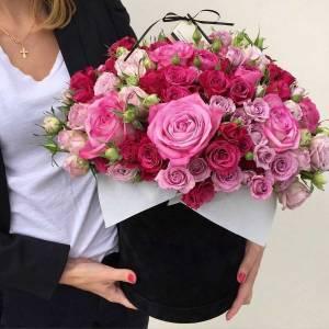 Крупные и кустовые розы в коробке R233