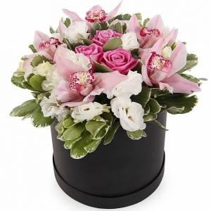 Сборные цветы в коробке орхидеи и розы R236
