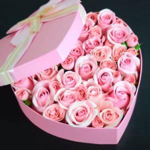 Коробка сердце с розовыми розами R834