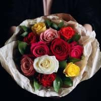 Букет 15 разноцветных роз R538