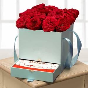 Коробка 15 пионовидных роз и рафаэлло R746